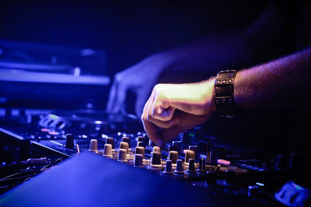 Dwóch DJ